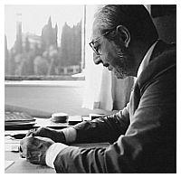 carlo Scarpa al lavoro nel suo studio negli anni Settanta